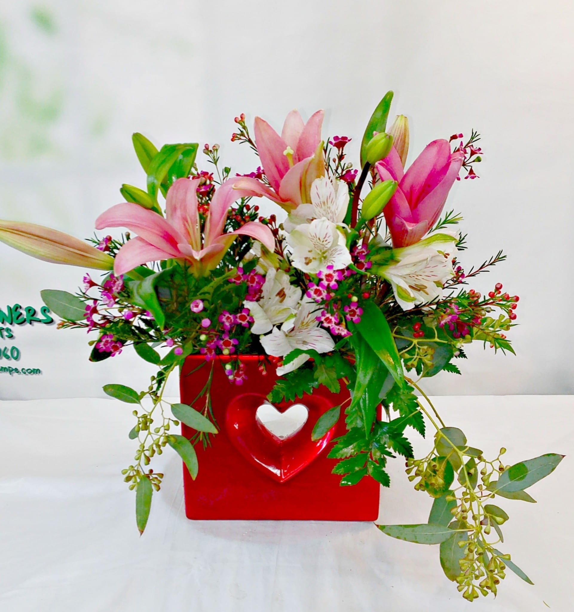 Heart Shimmer Vase With Lilies V 1178