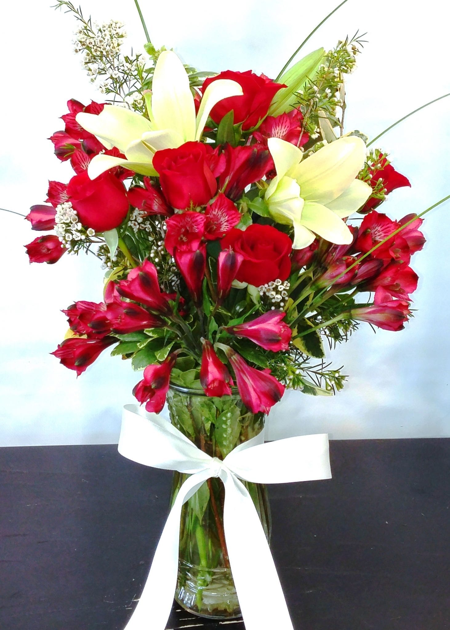 Same Day Delivery Red And White Rose Bouquet V 1090 Fiesta Flowers
